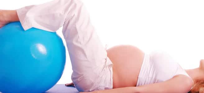 Vene varicose in gravidanza: Palla fitness per alzare le gambe