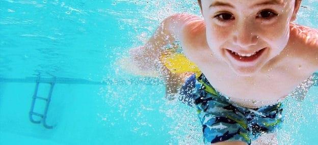 0a09090ce0f7 Portare i bambini in piscina: quando iniziare, come appassionarli e  consigli utili